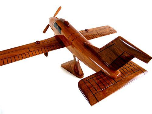 Wood model Beechcraft Bonanza Straight-Tail 2