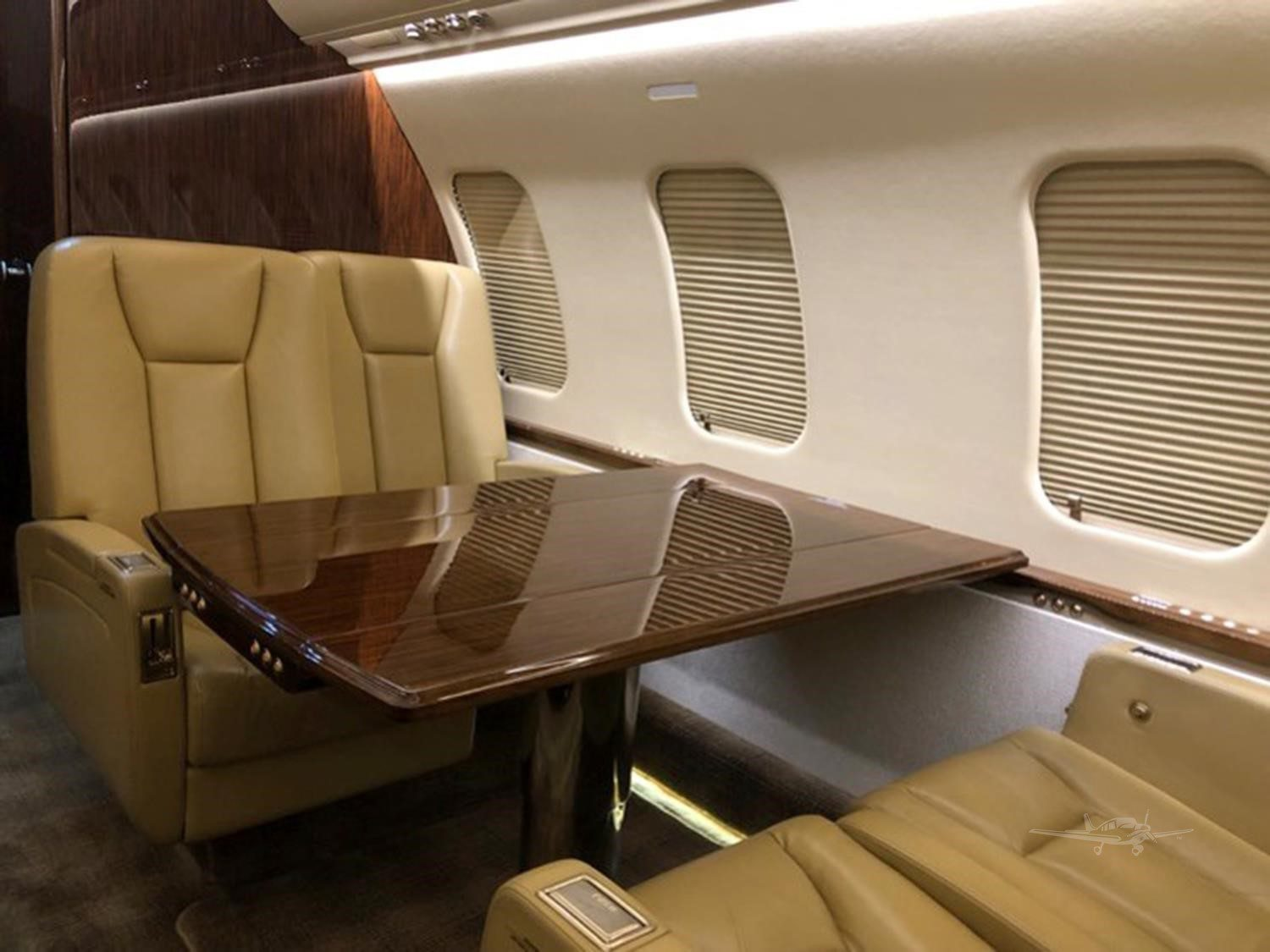 Bomabardier Challenger 605 for Sale 6