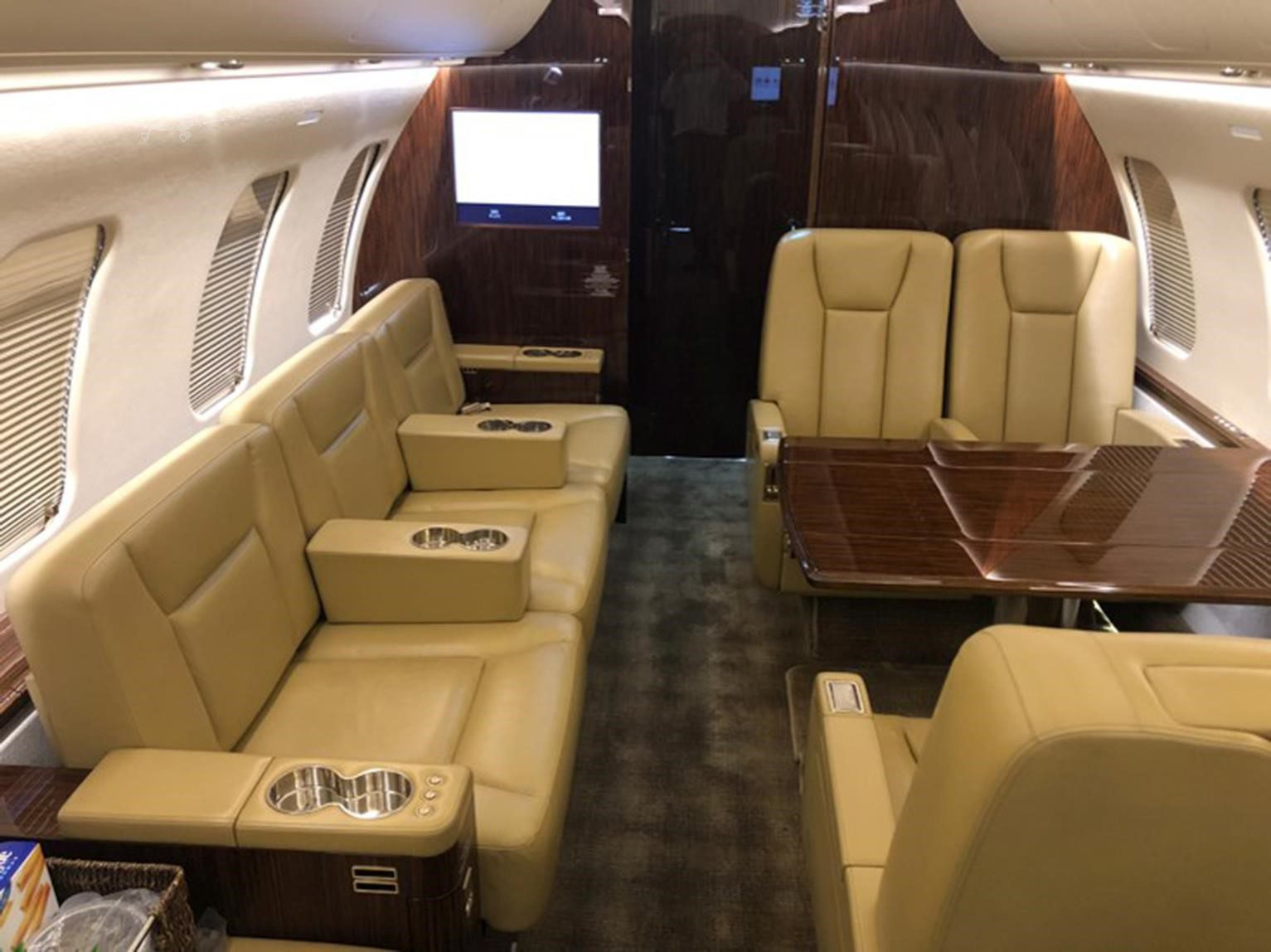 Bomabardier Challenger 605 for Sale 5